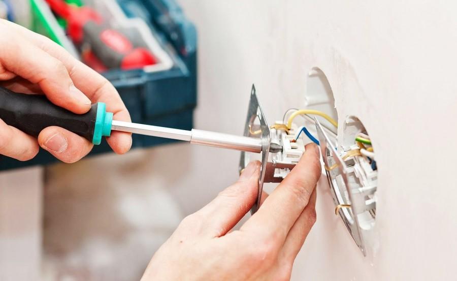 Как установить и закрепить розетку в бетонной стене