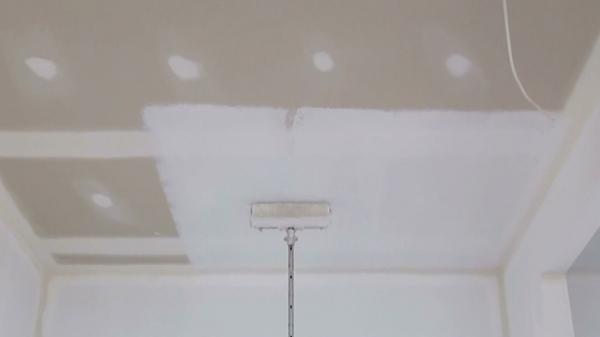 Как покрасить потолок – 120 фото рекомендации по нанесению покрытия своими руками