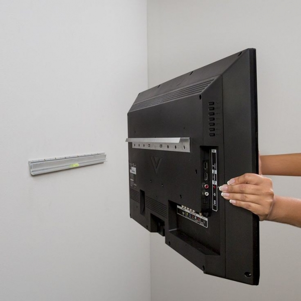 Крепеж для телевизора: выбор надежного кронштейна и советы по монтажу (75 фото)