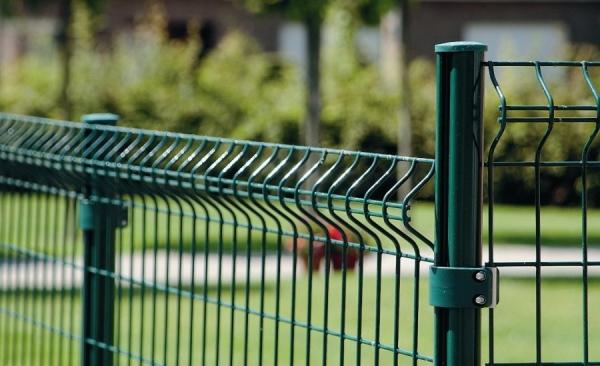Металлические столбы для забора: особенности применения современных материалов (90 фото)