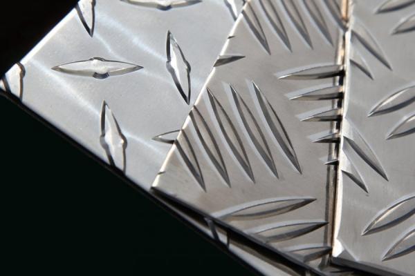 Рифленый лист – основные характеристики и особенности применения стальных элементов (105 фото)