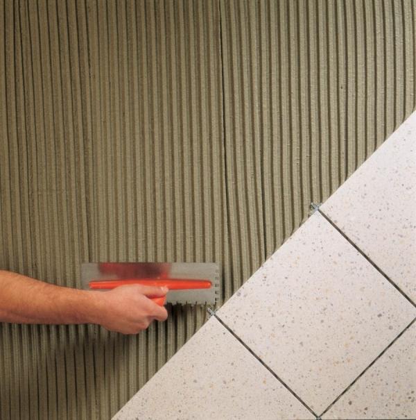 Клей для плитки, выбрать лучший — профессиональные критерии выбора и требования к составу (70 фото)
