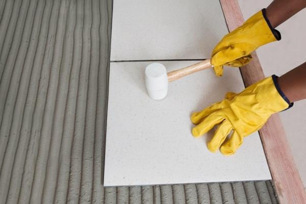 Плиточный клей: как выбрать качественный клей? Советы по нанесению и 125 фото лучших составов