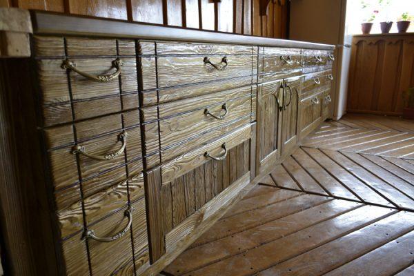 Мебель из дерева всегда в моде.