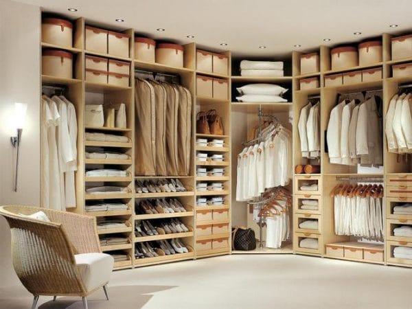 Встраиваемые шкафы: достоинства, материалы и разновидности, фото.