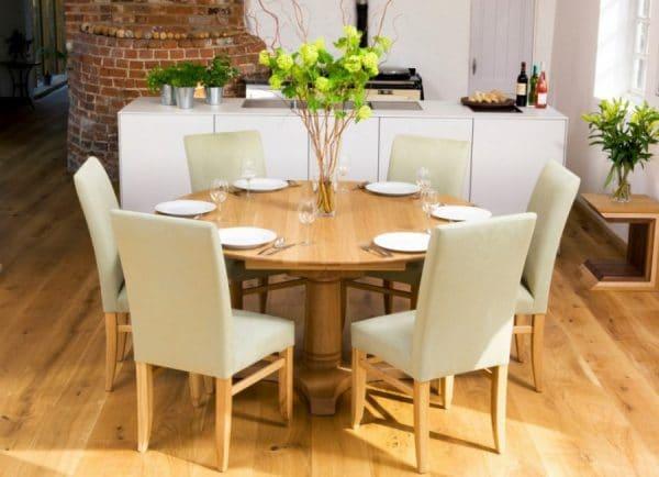Как подобрать стол и стулья к кухонному гарнитуру