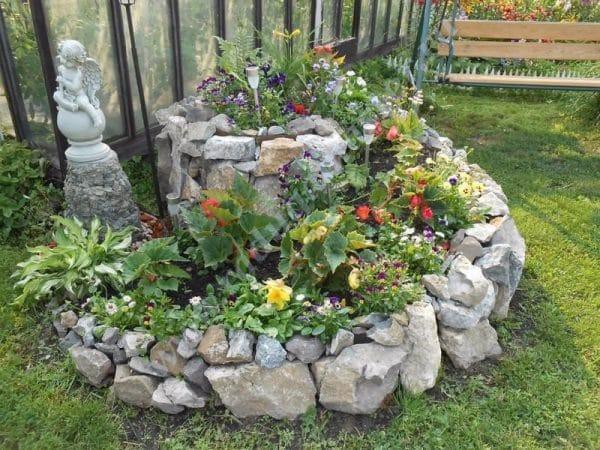 Как сделать клумбу из камней и цемента