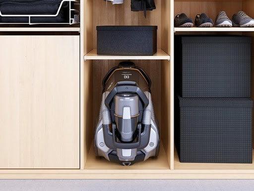 пылесос в шкафу