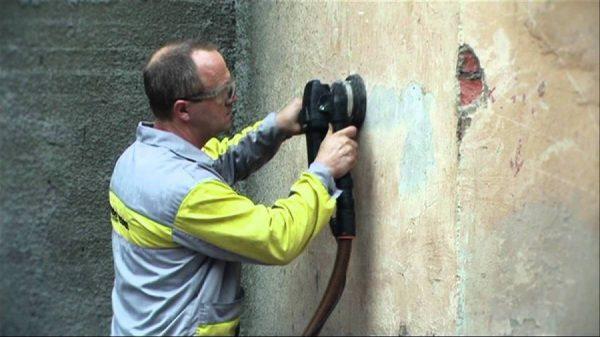 Как снять штукатурку со стены своими руками