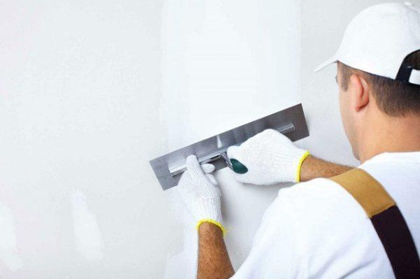 Какой слой шпаклевки можно наносить на стену