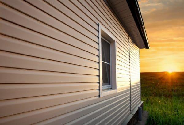 Современные решения для фасада – преимущества винилового сайдинга