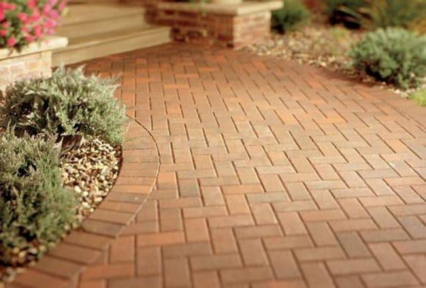 Брусчатка или тротуарная плитка – важные особенности при выборе